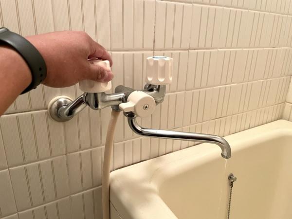 蛇口交換前、止水不良。