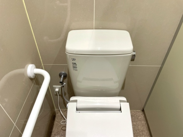 トイレタンク。工事前。