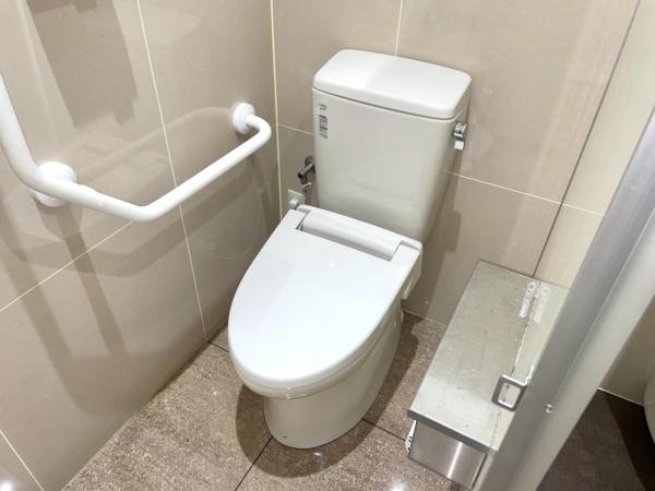 トイレ全景。トイレ水漏れ修理後。