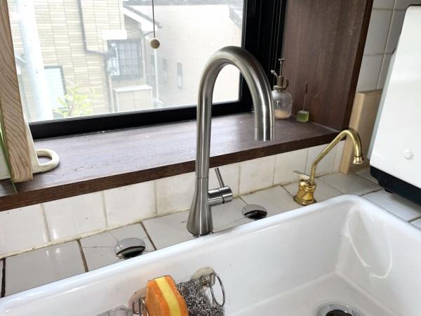 新規キッチン蛇口及び排水金具交換工事後。