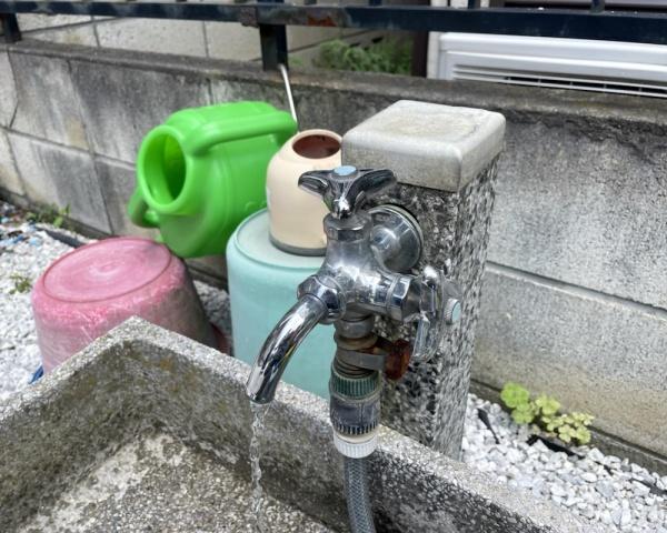 外水道蛇口の水が止まらない。