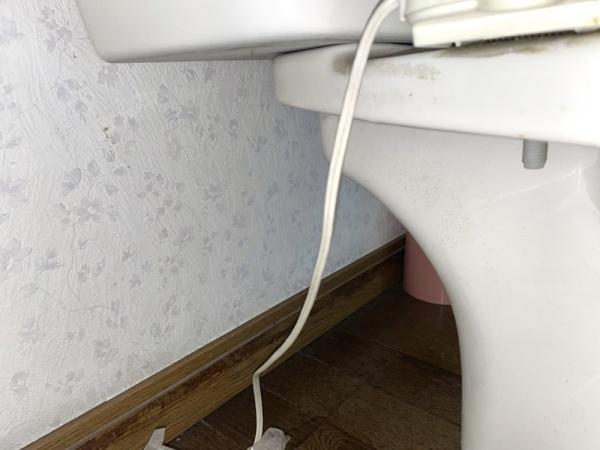 タンクと便器の繋ぎめより水漏れする。