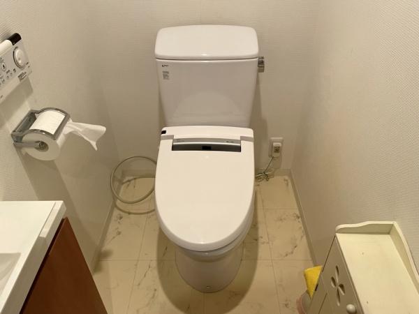工事前、トイレ全景。
