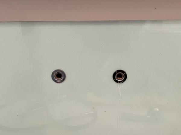 既設浴室蛇口取り外し後。