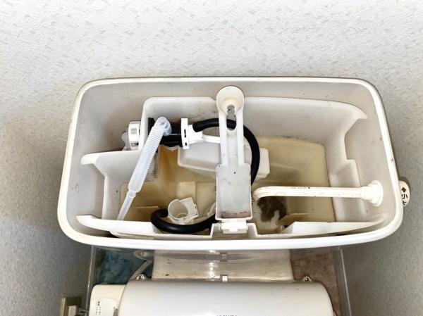 工事後。新規部品交換後。トイレタンク内部。