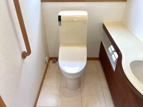 トイレ修理工事後全景。