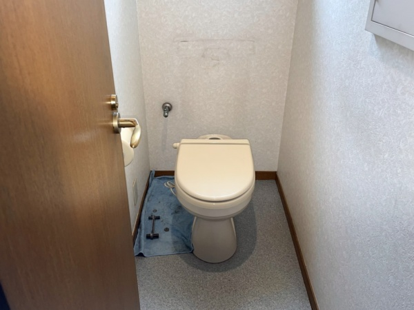 トイレタンク取り外し後。