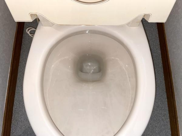 トイレ修理工事後。
