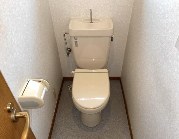 トイレ修理工事後。全景。